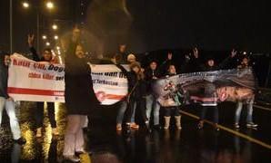Boğaz Köprüsü'nde Uygur Türkleri için eylem yaptılar