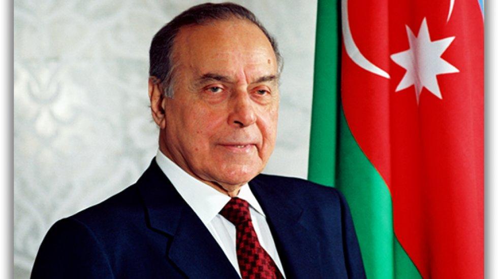 aliyev-olum-yil-donumunde-torenle-aniliyor